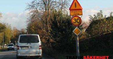 Är 30 km/timme en lagstadgad hastighet på en genomfartsled?