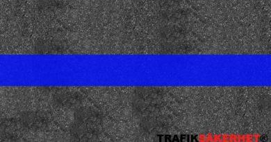 Vad betyder en ljusblå markering i vägbanan?