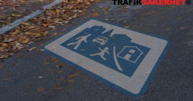 Kör ut ifrån gångfartsområde till parkering. Vad gäller?