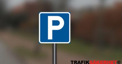 Parkera före eller efter vägmärket?